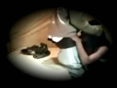 Cam espia graba a chica mamando y cogiendo...